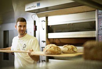 Frisch gebackene Brotlaibe